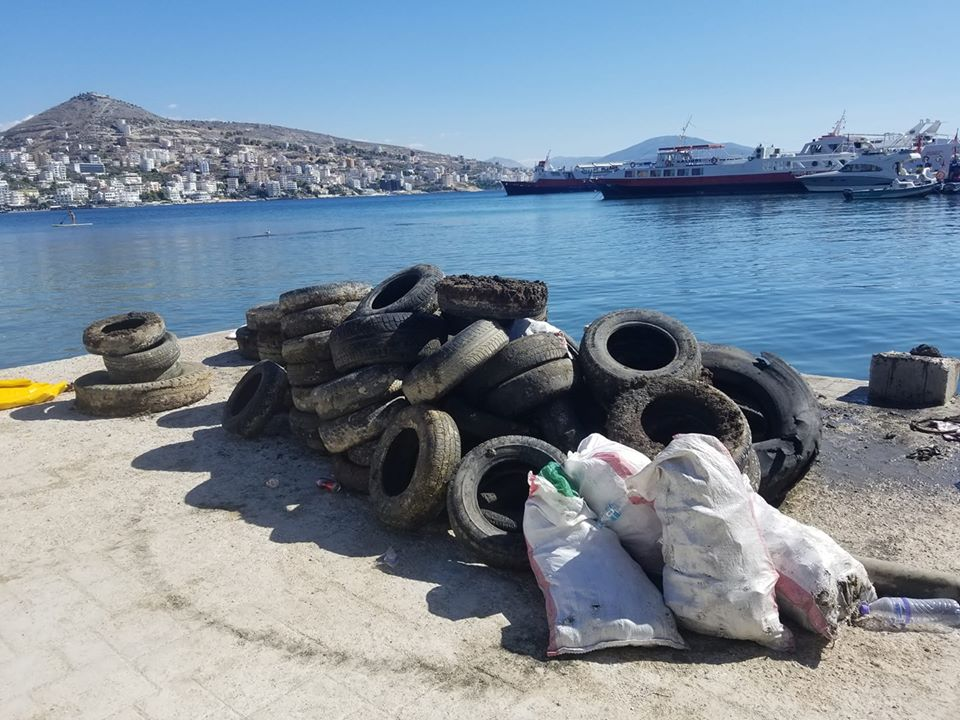 Tyres taken out of the sea